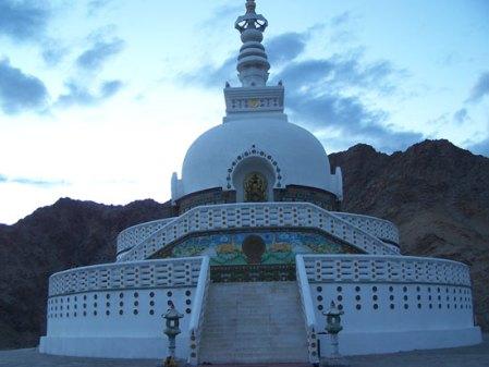 shanti-stupa2